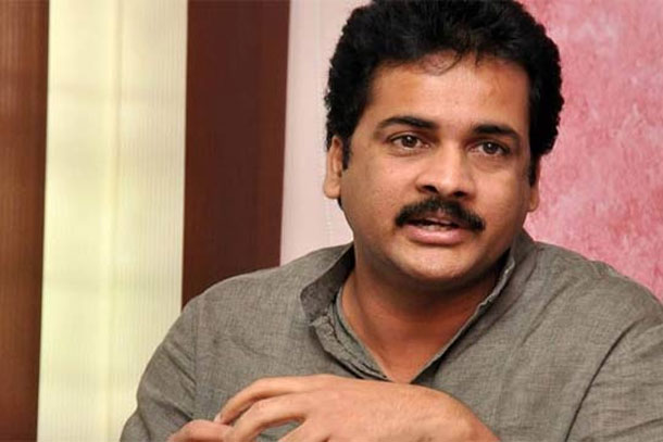 Actor shivaji alleges telangana government over data theft case