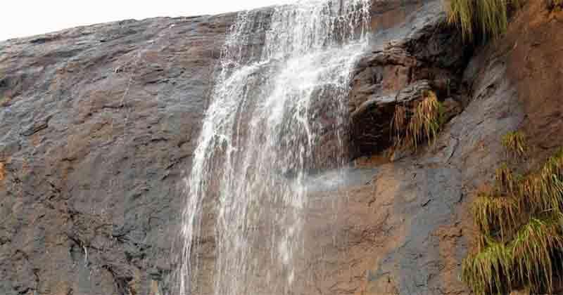 You must visit Namma Aruvi Waterfalls in Tamilnadu near kolli hills