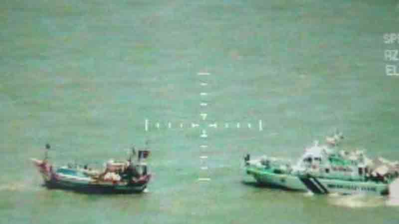 Mumbai Coast Guard seizes Pakistan boat which consists of 200 KG Heroin