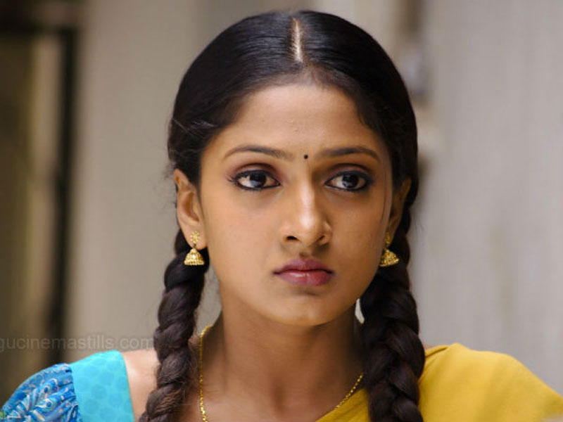 Do you know this heroine sheela who worked with star heroes