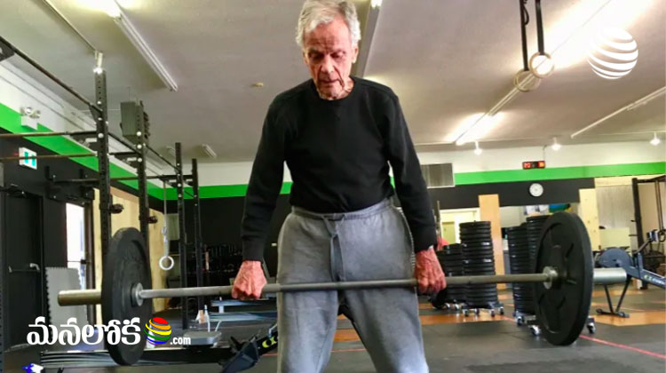 man lifts heavy weight at 96 years of age